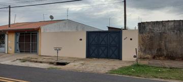 Alugar Casa / Padrão em Botucatu R$ 650,00 - Foto 1