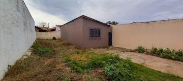 Alugar Casa / Padrão em Botucatu R$ 650,00 - Foto 2
