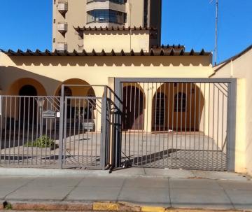 Alugar Comercial / Casa Comercial em Botucatu. apenas R$ 4.500,00