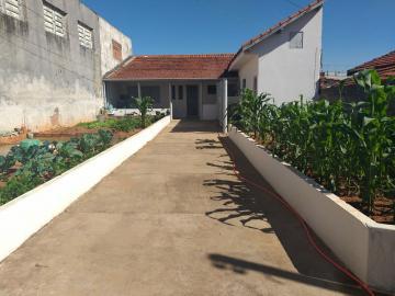 Comprar Casa / Padrão em Botucatu R$ 235.000,00 - Foto 2