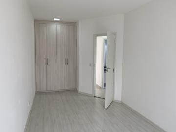 Alugar Apartamento / Padrão em Botucatu R$ 1.300,00 - Foto 11