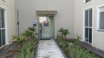 Alugar Apartamento / Padrão em Botucatu R$ 1.000,00 - Foto 2