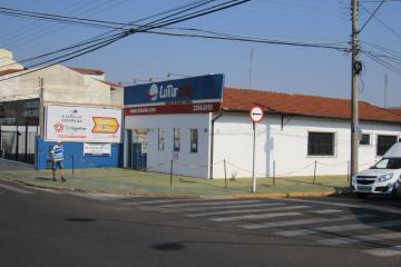 Alugar Comercial / Ponto Comercial em Botucatu R$ 3.300,00 - Foto 1
