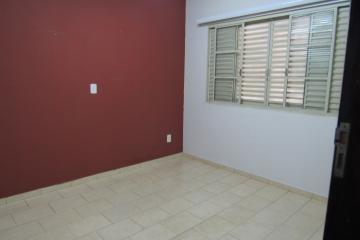 Alugar Comercial / Ponto Comercial em Botucatu R$ 3.300,00 - Foto 7