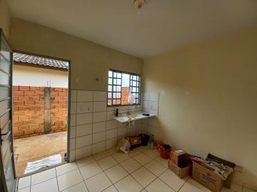 Alugar Casa / Padrão em Botucatu R$ 750,00 - Foto 3
