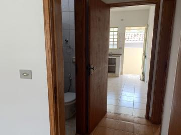 Alugar Casa / Condomínio em Botucatu R$ 750,00 - Foto 7