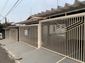 Alugar Casa / Condomínio em Botucatu. apenas R$ 750,00